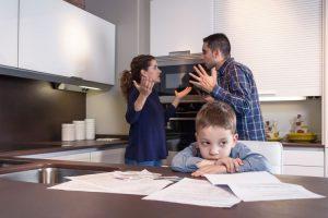 Hindari Bertengkar Di Depan Anak, 7 Bahaya Ini Harus Diwaspadai