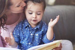 4 Tips Memilih Cara Mengasuh Anak yang Baik